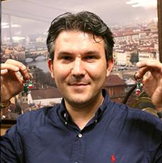 卓越したエナメル装飾技術に定評があるMirco Tomi(ミルコ・トミー)氏 Silver Mirco(シルバー・ミルコ)は卓越したエナメル装飾技術に定評があるMirco Tomi (ミルコ・トミー)氏