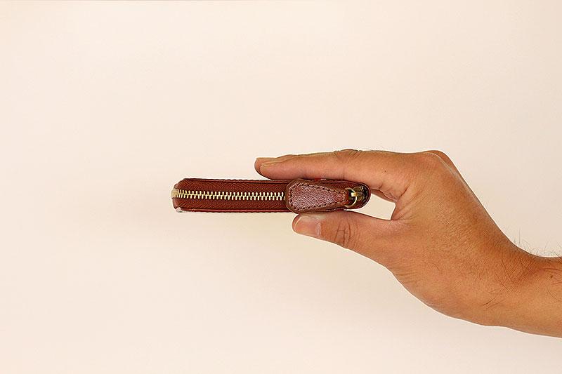 Milagro(ミラグロ)イタリアンレザー・ラウンドジップボックスコインケース cas515 全体のサイズもコンパクトながら、厚さ約2�pという薄さも魅力!