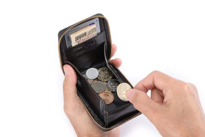 Milagro(ミラグロ)イタリアンレザー・ラウンドジップボックスコインケース cas515 小銭入れは、取り出しやすく、見やすいボックス型を採用。100円玉が約30枚入れられ、紙幣やカードが入るポケット付き。