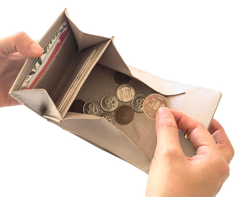 Rinto(リント) ギャルソン 2つ折り財布 ea-ri001 大きく開く小銭入れをベースに、スタイリッシュに持ちやすいデザインです。内側のパール調のレザーがアクセントに。