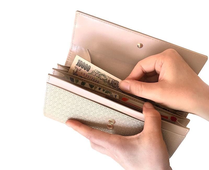 Rinto(リント) ギャルソン 長財布 ea-ri002 大きく開く小銭入れをベースに、スタイリッシュに持ちやすいデザインです。内側のパール調のレザーがアクセントに。