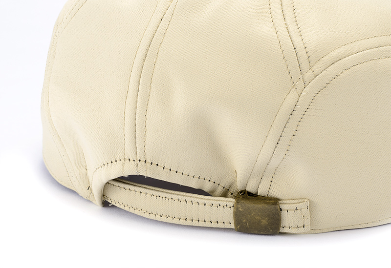 井上帽子 in-hpu008 レザー調ハンチングサイズ調整可能・安心の日本製 帽子の後ろ側にベルトがついており、サイズ調整が可能です。55�pから最大60�pの頭囲に対応可能。サイズ選びの心配が無く、贈り物にも最適です。