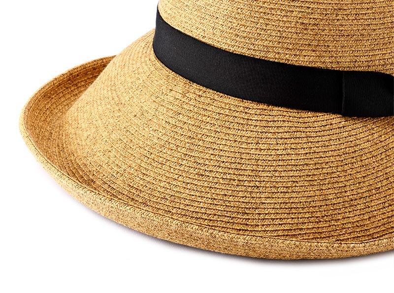 """アクアメランジェ mm-aq001 ブルトン 機能性も備えた手工芸品 素材は、和紙の糸を国内でブレード(組紐)した素材を使用。洗えて、折り畳めることが評価され""""夏の帽子""""の定番素材です。何と言っても細いブレードが丁寧に縫製され、頭部とツバ先にワイヤーを入れることで美しいシルエットを保つことができます。"""