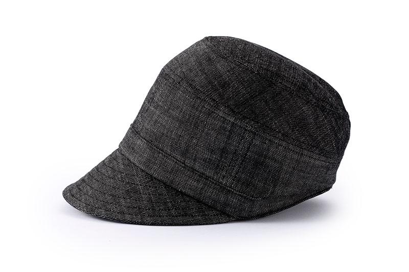 オリハラ スタイル ORIHARA STYLE ra-or-h011 MA-1風ハンチング 日本製 秋冬の定番ファッションアイテム MA−1風のハンチング ミリタリーファッションの定番として、幅広い層の支持を受けているMA−1。 今回はその素材を使用してデザイナーの折原氏により、大人の男性がかぶって様になるデザインに仕上げています。頭のつばを長く、シルエットを深めにデザインされているため、キャップのようにスポッとかぶれ、ハンチングをかぶらない方にも受け入れやすいデザインになっています。また、MAー1ジャケットのように中綿を入れた生地のつなぎ目がアクセントになり帽子に表情を与えています。