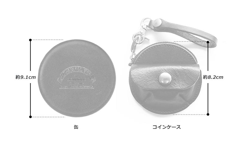 池之端銀革店 缶入り コインケース ot-c003 素材 牛革(ポケット・ストラップ:銀面、本体:床革)・金具 サイズと重さ(約) (直径)8.2cm×(厚さ)2.7cm(缶・直径)9.1cm / 重さ:50g 仕様 オープンポケット×1、フラップ式コインケース×1、 ファスナー式コインケース×1、 取り外し可能ベルトループ×1 カラー 5色(ブラウン・グリーン・ライトブラウン・ネイビー・レッド)生産国 日本