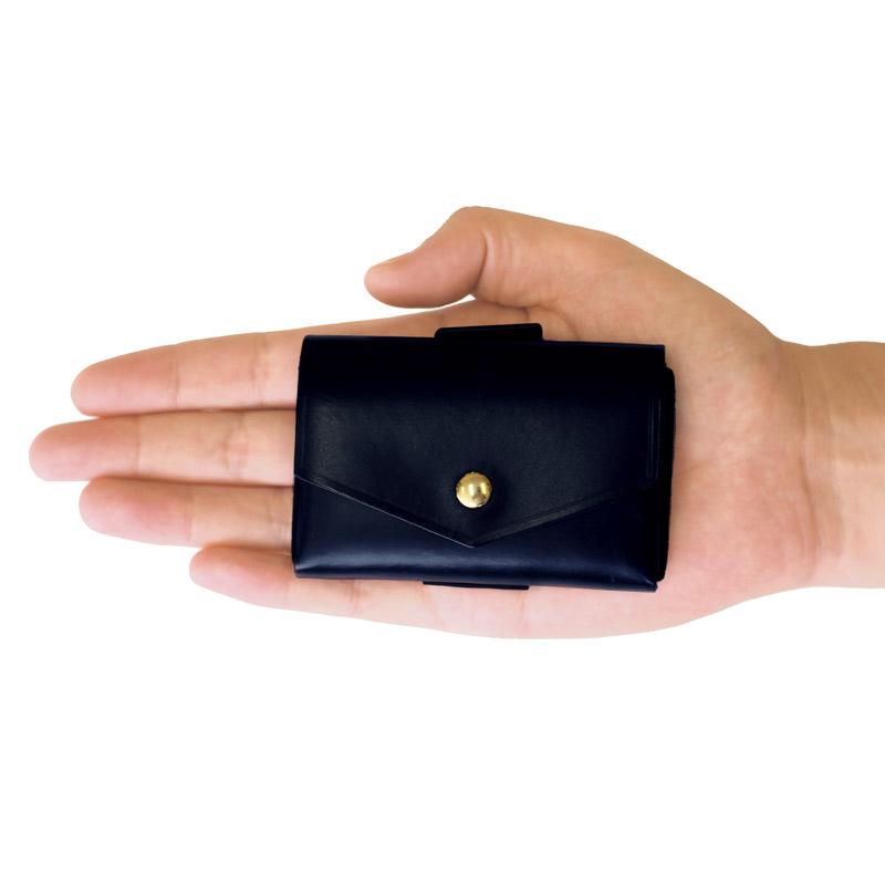 com-ono コムォノ 池之端銀革店 otco-t001 日本製 池之端銀革店の新シリーズ 東京都台東区の「池之端銀革店」の新しいコンセプトの財布シリーズcom-ono(コムォノ)。デザイン性に富んだcom-onoのマイクロウォレットは、ミニ財布よりも小さいながら小銭、カード、お札がしっかり収納でき、「財布」としての機能をしっかり果たしているのが特長です。