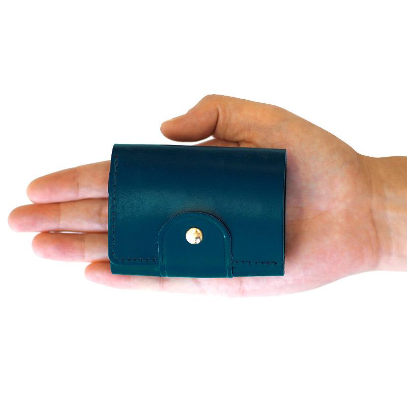 com-ono コムォノ 池之端銀革店 otco-t002 日本製 東京都台東区の「池之端銀革店」の新しいコンセプトの財布シリーズcom-ono(コムォノ)。デザイン性に富んだcom-onoの三つ折り財布は、ミニ財布よりも小さいながら小銭、カード、お札がしっかり収納でき、「財布」としての機能をしっかり果たしているのが特長です。