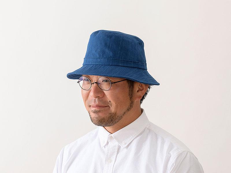 ORIHARA STYLE 小島屋 武州正藍染 ハット ra-or-h007 明治5年創業の小島屋×ORIHARA STYLEのコラボレーション  小島屋は、明治5年の創業時から140余年にわたって藍染織物を生産し続けている、染織工場発のブランド。その老舗生地屋さんと帽子デザイナーであり、職人でもある折原氏のブランドであるORIHARA STYLEとのコラボレーションアイテム。